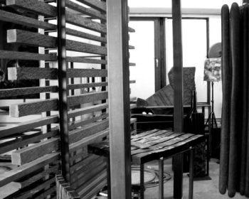Schwarzweiss-Bild von Arthur Schneiter bei der Arbeit